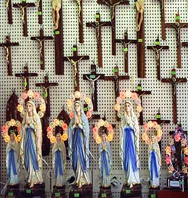 About God and the world - crucifixes and Madonnas in Lourdes